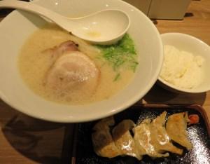 「白丸元味」(税込790円)とランチセット(プラス100円)