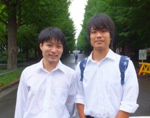同社代表取締役社長の楠侑真さん(左)は、横浜国立大学、広報担当の佐野宏樹さん(右)は慶應義塾大学にそれぞれ在学中。学校は異なれど理工学部で学ぶ同士。二人は偶然にも同じ予備校のクラスに通った時代もあったが、お互いを知らず日吉で再会したという(慶應義塾大学日吉キャンパス前にて)
