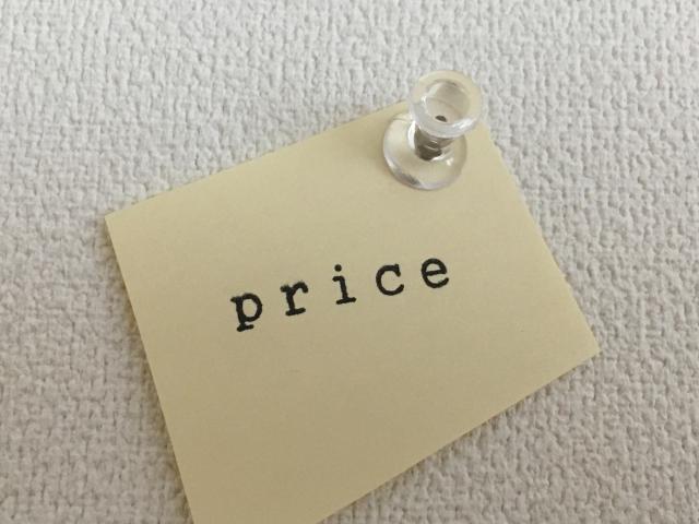 付箋に描かれたpriceの文字