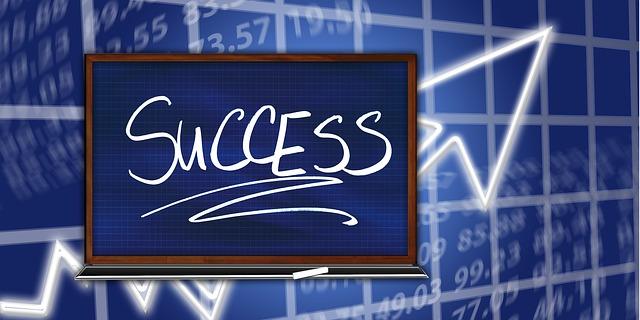 successの文字と上昇の矢印