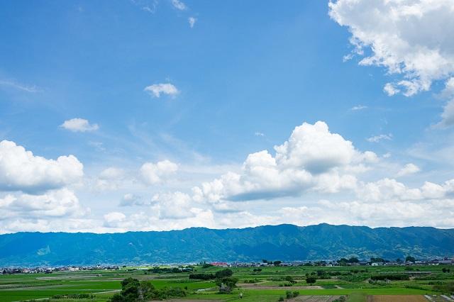 晴れた日の田舎の風景