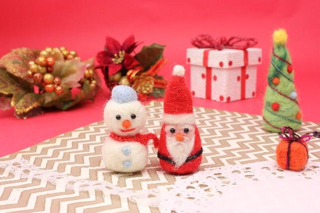 雪だるまとサンタクロースの人形