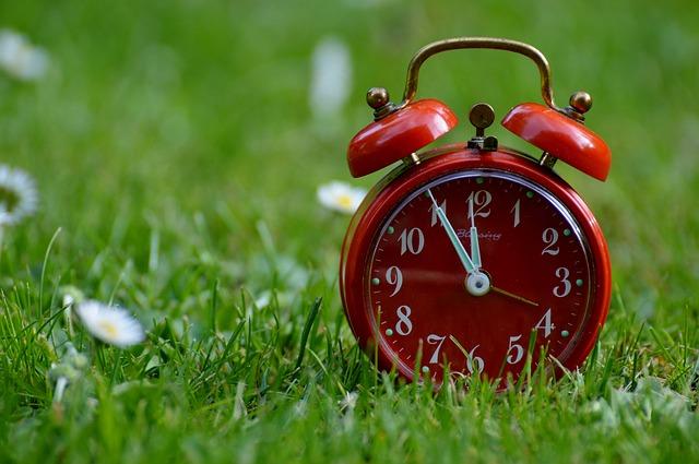 お昼の時間を知らせる時計