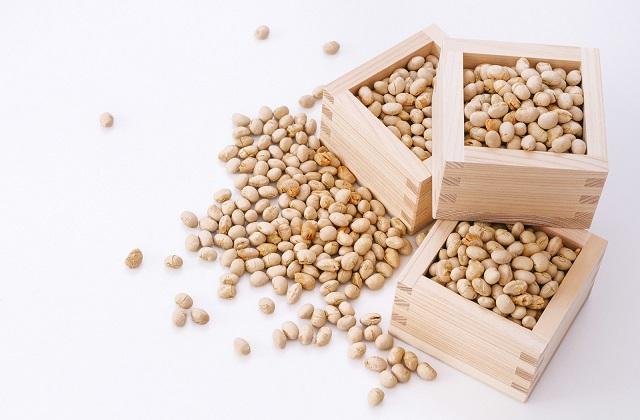升に入った炒った大豆