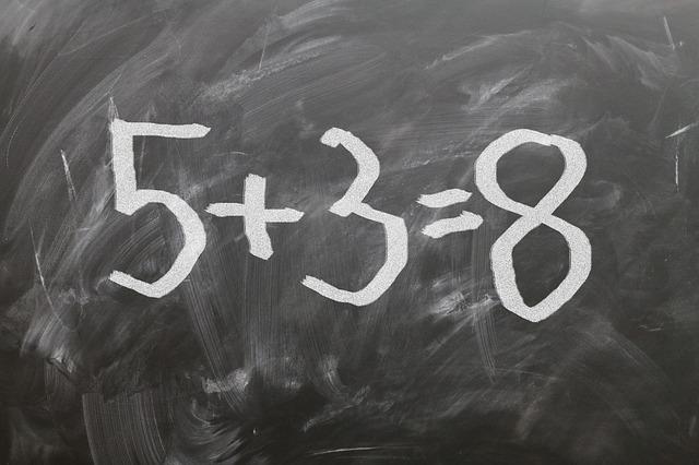 黒板に書かれた算数の式