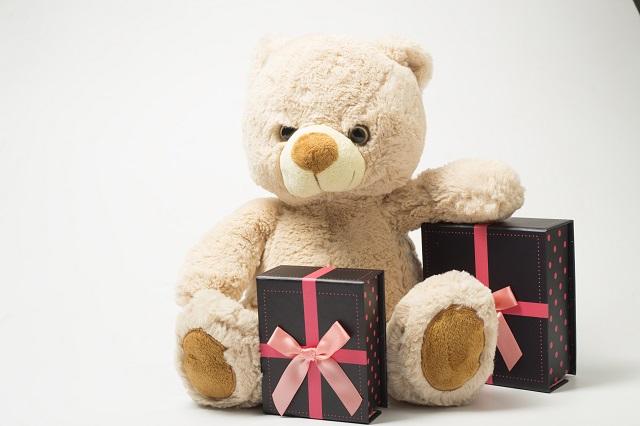 くまの人形とプレゼント