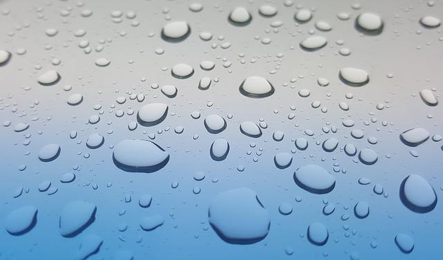 窓について雨粒