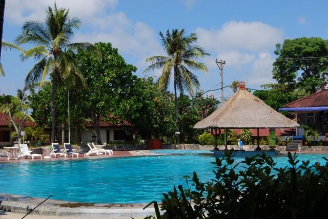 バリ島のリゾートホテルのプール