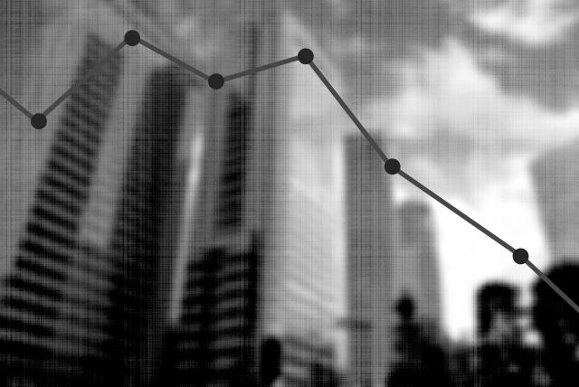 企業の業績低下のイメージ