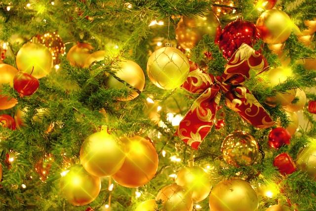 クリスマスツリーとオーナメント