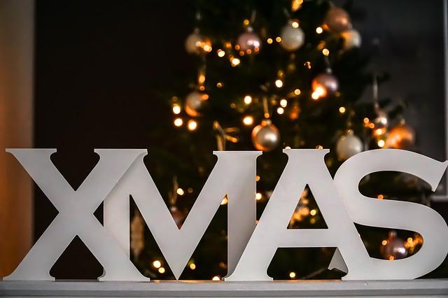 XMASの文字とクリスマスツリー