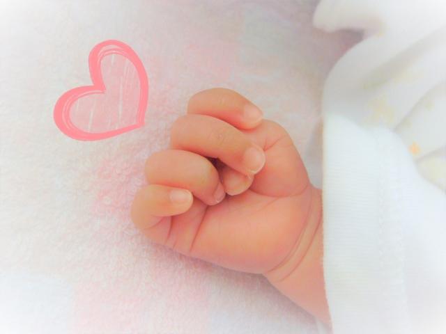 赤ちゃんの手とハートマーク
