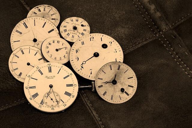 いくつもの時計の文字盤