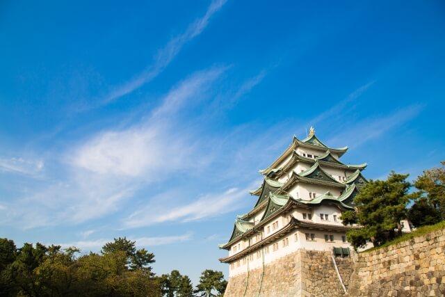 天気の良い日の名古屋城