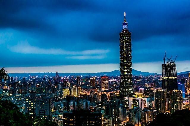 台湾の高層ビルの夜景
