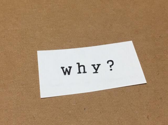 why?と書かれた紙