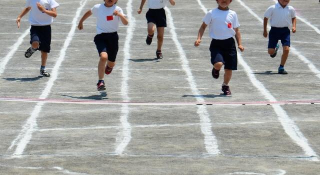 小学校の運動会のかけっこ