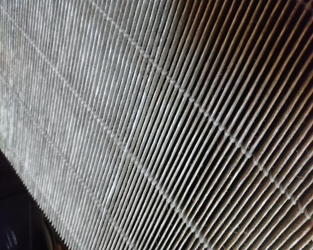 加湿空気清浄機の汚れたフィルター