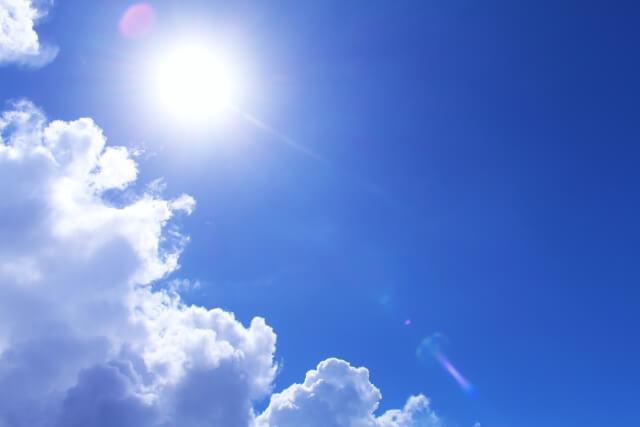 夏の空と太陽
