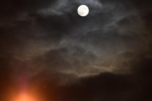 曇り空の夜
