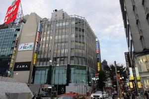 アディダス ブランドコアストア 新宿