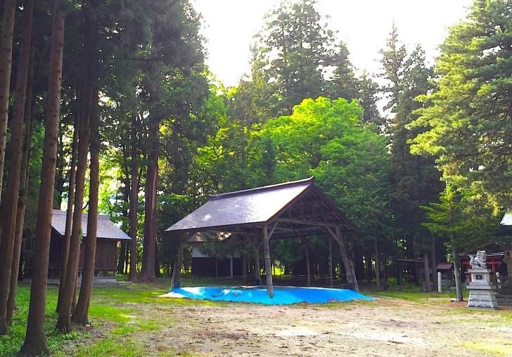 竈神社の境内にある土俵