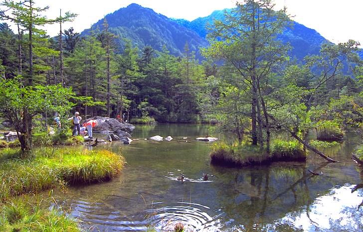 明神池二之池と明神岳