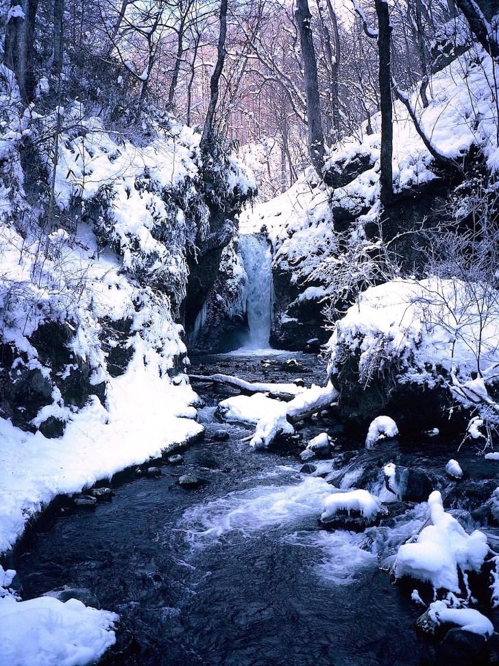 竜返しの滝(冬)