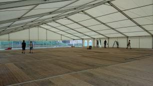 Das große Zelt steht schon fast! Foto: Anna