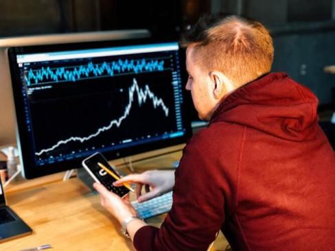 リスクを少なく稼ぎやすいネットビジネス