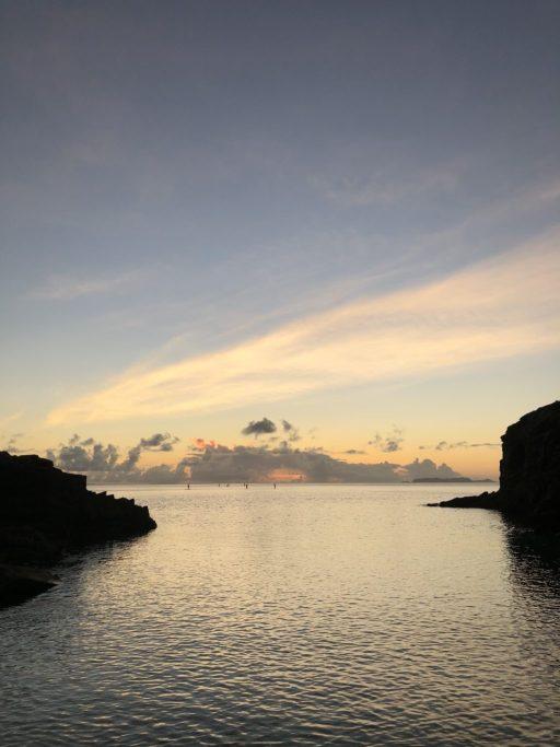 ホテルから歩いていけるビーチの夕日