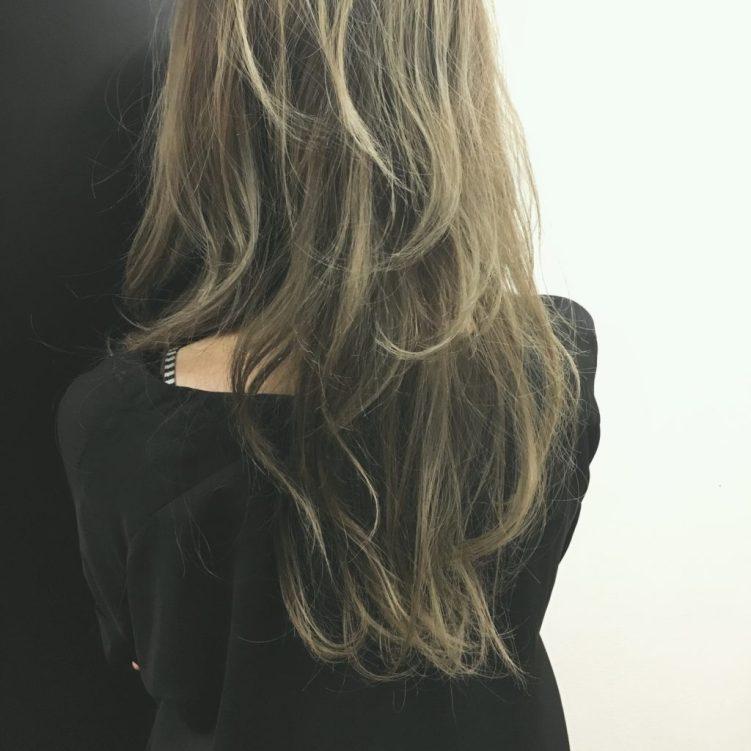 オリーブグレージュのヘアスタイル