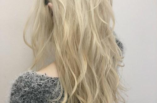 金髪ロングヘアスタイル
