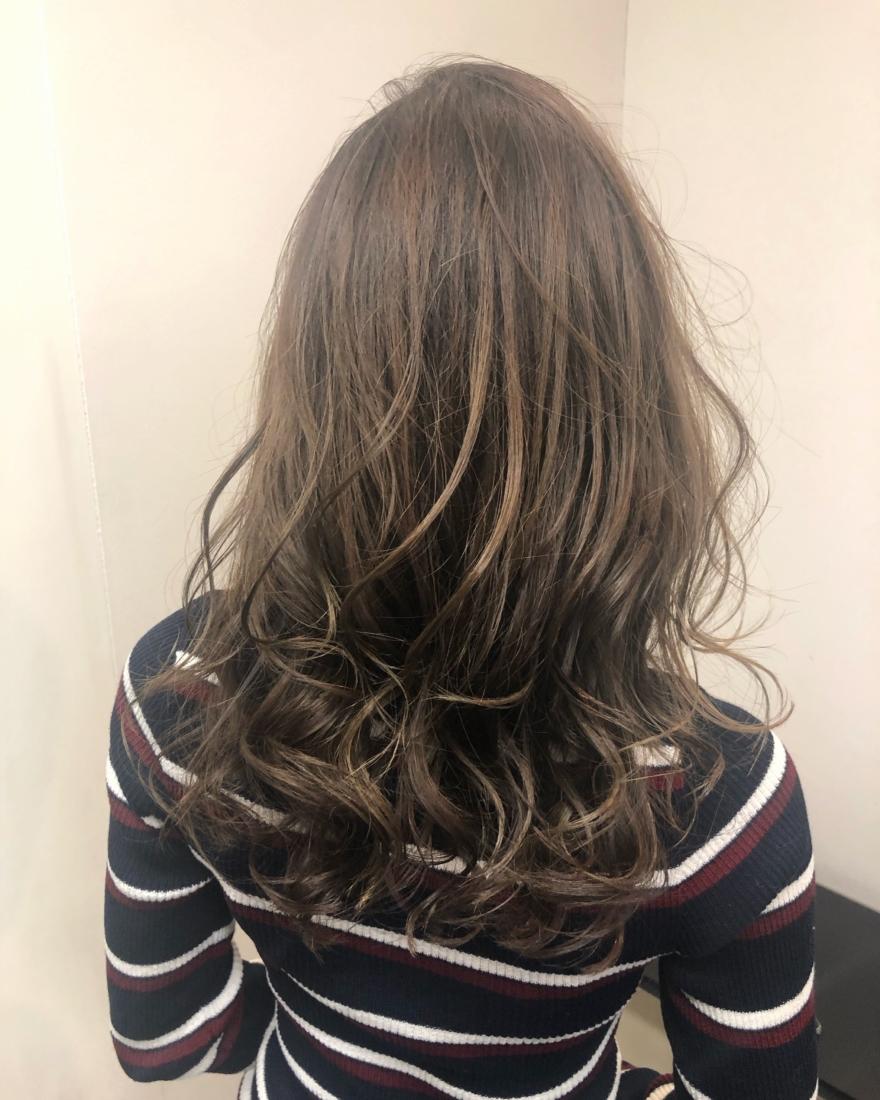 マットアッシュのヘアスタイル
