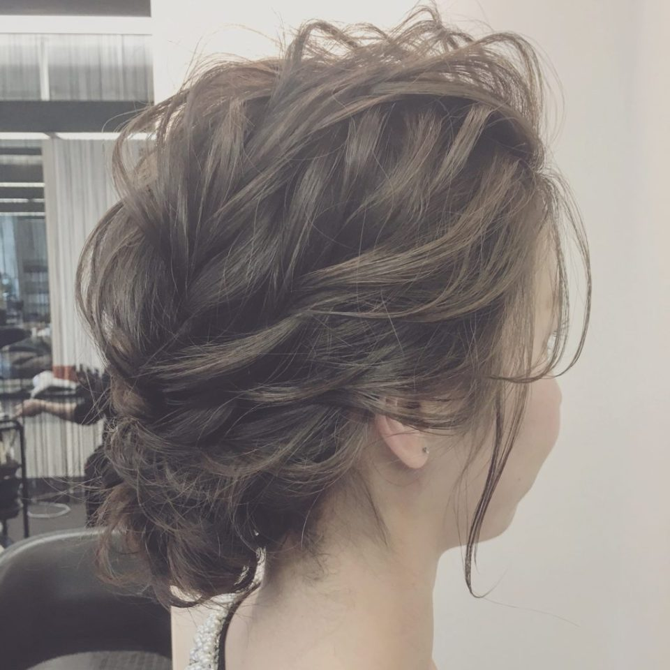 前髪を上げた結婚式の髪型