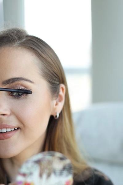 Benefit's Magnet Mascara Is So Good, It Made My Eyelashes Look False