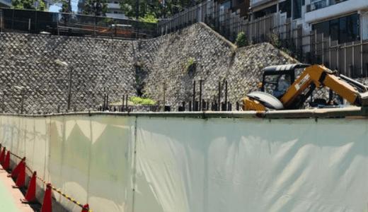 百合ヶ丘駅前で工事中の9階建てビル「スカイネッツ百合丘」は2020年3月末に完成予定