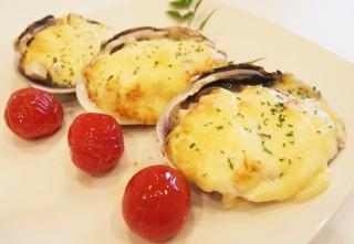 大アサリと海老のタルタルチーズ焼き