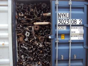 loose metal scrap in container - Cargo types and packing method in containers
