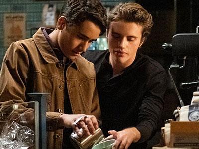 Benji teaches Victor how to make latte art in Love, Victor season 1