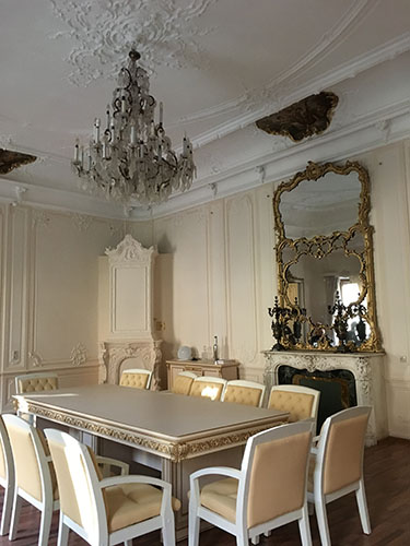 family room at the Demidov Mansion