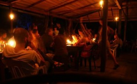 Shiripuno Lodge - Dinning Room lighted with candles to keep an armony with the forest creatures.