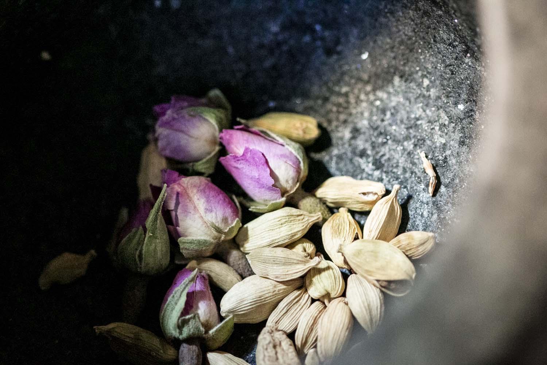 légumes rôtis à la mélasse de grenade et cardamome, recette végétarienne, recette vegan, recette sans gluten, épices biologiques, cuisine moyen-orientale, Épices Shira