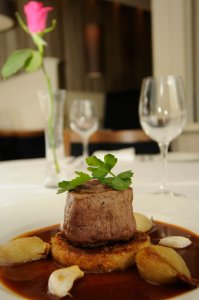 Steak on a rosty with roast garlic