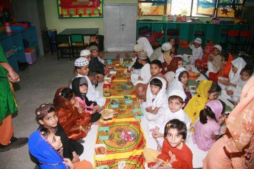 iftar-party-day-karachi-pakistan+1152_13027616304-tpfil02aw-17062[1]