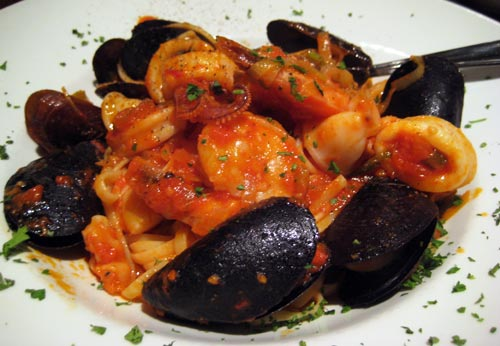 Linguine di Mare - Linguine pasta with shrimps, mussels, bay scallops, and calamari in a whine wine tomato basil sauce