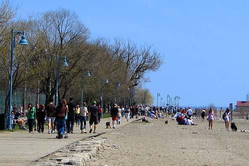 Broad Walk at The Beaches, Toronto (photo source : wikimedia)