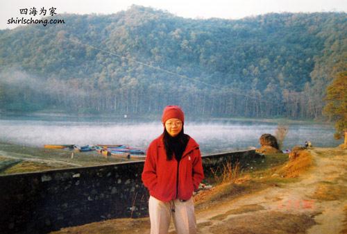 一大清早,水雾在湖面 (Pokhara, Nepal)
