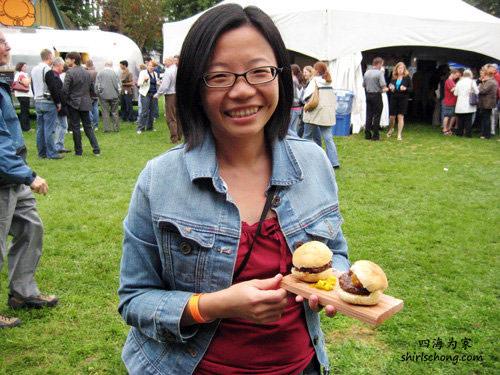 去年在Taste美食节,第一次尝麋鹿(elk) 迷你汉堡包!! 很好吃!:)