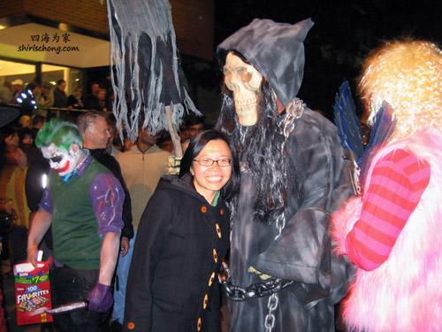 他是Grim Reaper, 中文是译成死神吗?(Halloween Street Party, Toronto)